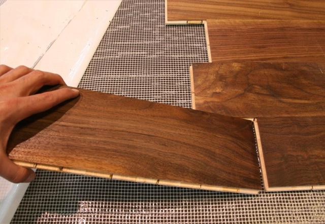 Posa pavimenti in legno installazione materassini per posa